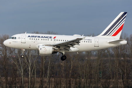 Airbus A318-111 - F-GUGJ operated by Air France