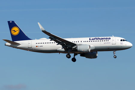Airbus A320-214 - D-AIUB operated by Lufthansa