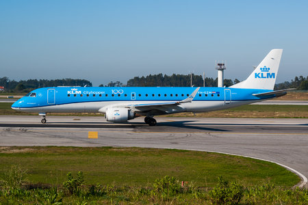 Embraer E190STD (ERJ-190-100STD) - PH-EZM operated by KLM Cityhopper