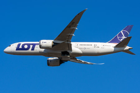 Boeing 787-8 Dreamliner - SP-LRA operated by LOT Polish Airlines
