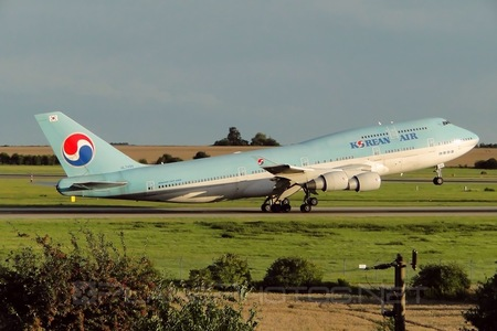 Boeing 747-400 - HL7494 operated by Korean Air