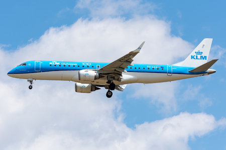 Embraer E190STD (ERJ-190-100STD) - PH-EZN operated by KLM Cityhopper