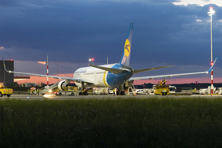 Boeing 767-300ER - UR-GED operated by Ukraine International Airlines