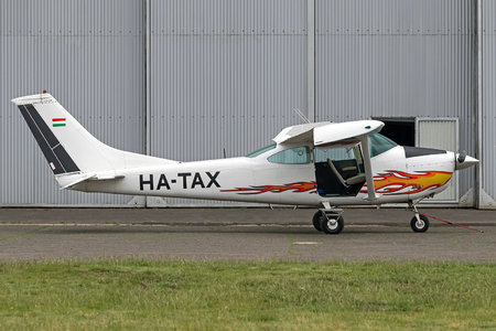 Cessna 182K Skylane - HA-TAX operated by Private operator