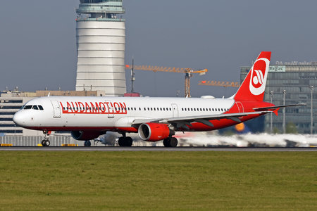 Airbus A321-211 - OE-LCJ operated by LaudaMotion