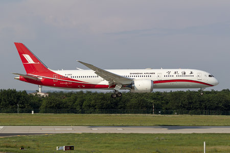 Boeing 787-9 Dreamliner - B-20CD operated by Shanghai Airlines