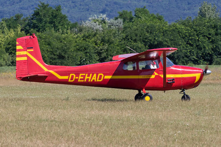 Cessna 172 Skyhawk - D-EHAD operated by Private operator