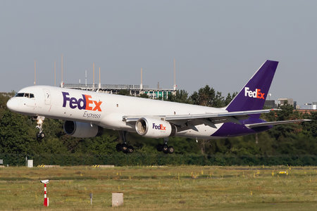 Boeing 757-200SF - N917FD operated by FedEx Express
