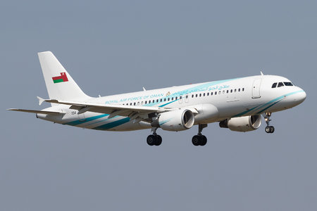 Airbus A320-214 - 554 operated by Silāh al-Jaww as-Sultāniy 'Umān (Royal Air Force of Oman)