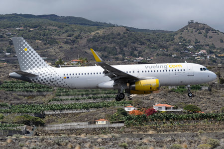 Airbus A320-232 - EC-LVV operated by Vueling Airlines