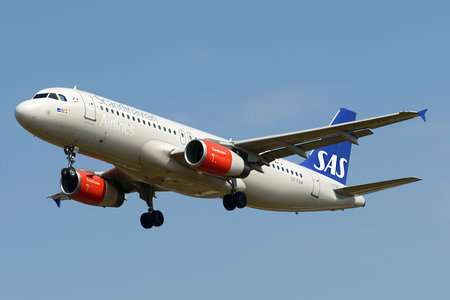 Airbus A320-232 - OY-KAW operated by Scandinavian Airlines (SAS)