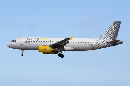 Airbus A320-232 - EC-LQK operated by Vueling Airlines