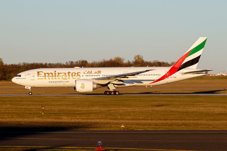 Boeing 777-200LR - A6-EWB operated by Emirates