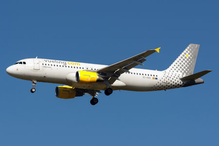 Airbus A320-216 - EC-KDX operated by Vueling Airlines