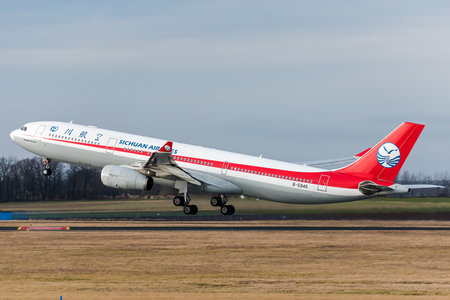 Airbus A330-343 - B-5945 operated by Sichuan Airlines