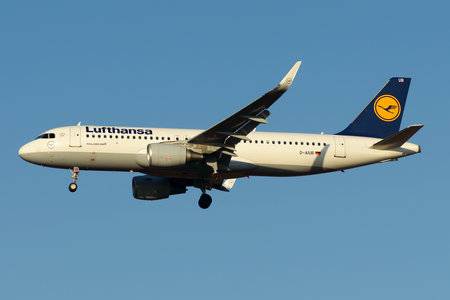 Airbus A320-214 - D-AIUR operated by Lufthansa