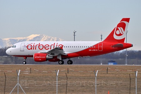 Airbus A319-112 - OE-LOE operated by Air Berlin