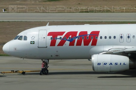 Airbus A320-232 - PT-MZG operated by TAM Linhas Aéreas