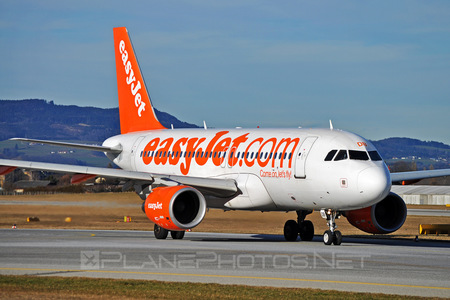 Airbus A319-111 - G-EZDB operated by easyJet