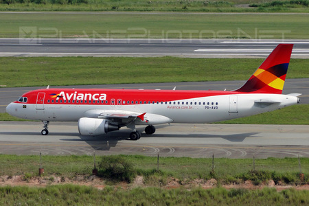 Airbus A320-214 - PR-AVR operated by Avianca