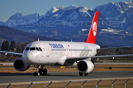 Airbus A320-214 - TC-JPY operated by Turkish Airlines