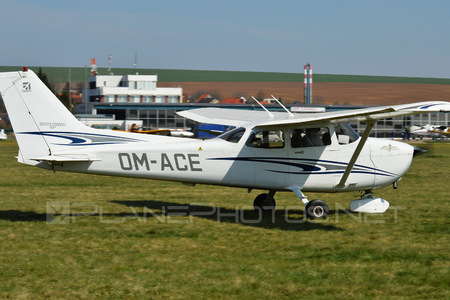 Cessna 172S Skyhawk SP - OM-ACE operated by Private operator