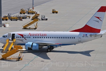 Boeing 737-600 - OE-LNL operated by Austrian Airlines