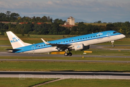 Embraer 190-100STD - PH-EZI operated by KLM Cityhopper