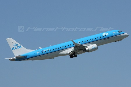 Embraer E190STD (ERJ-190-100STD) - PH-EZH operated by KLM Cityhopper