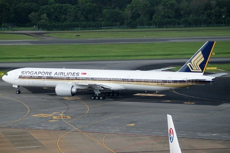 Boeing 777-300ER - 9V-SWL operated by Singapore Airlines