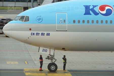 Boeing 777-300ER - HL8210 operated by Korean Air