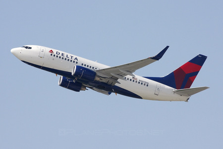 Boeing 737-700 - N307DQ operated by Delta Air Lines
