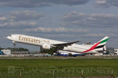 Boeing 777-300ER - A6-EBI operated by Emirates