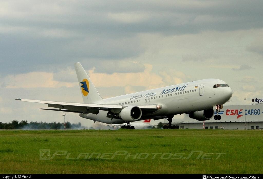 Boeing 767-300ER - UR-VVF operated by AeroSvit Ukrainian Airlines #b767 #b767er #boeing #boeing767
