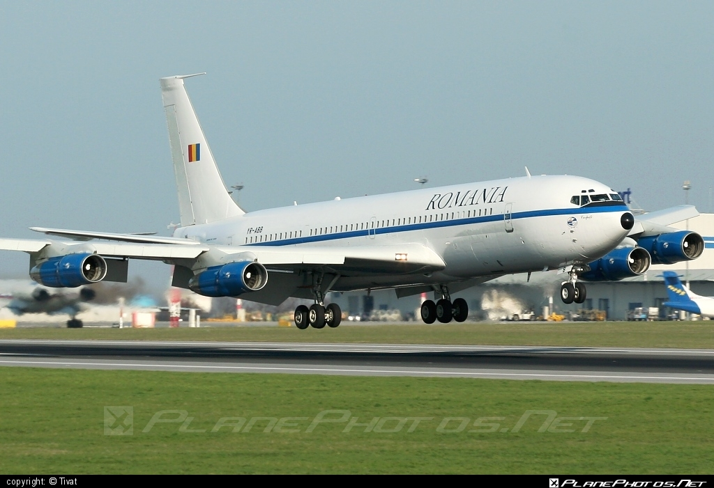 Boeing 707-3K1C - YR-ABB operated by Forţele Aeriene Române (Romanian Air Force) #b707 #b737c #boeing #boeing707 #forteleaerieneromane #romanianairforce