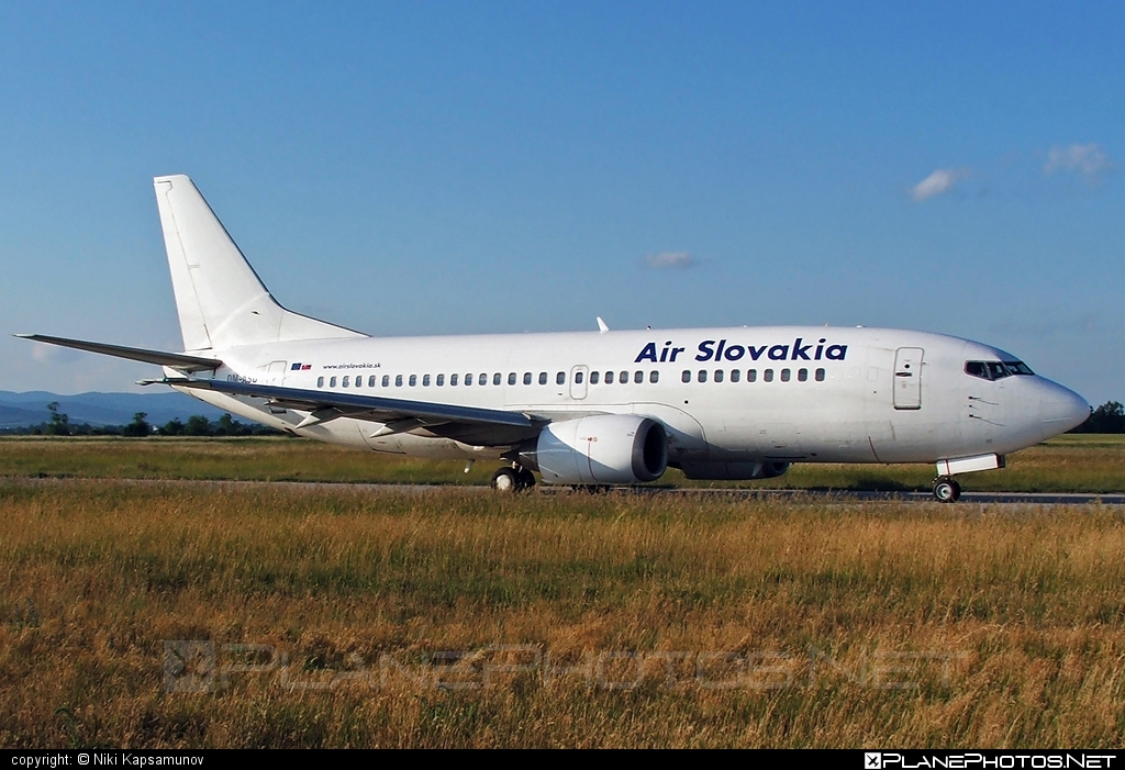 Boeing 737-300 - OM-ASD operated by Air Slovakia #b737 #boeing #boeing737