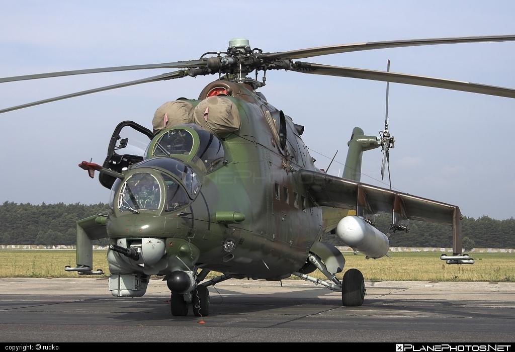 Mil Mi-24V - 0813 operated by Vzdušné sily OS SR (Slovak Air Force) #mi24 #mi24v #mil #mil24 #mil24v #milhelicopters #slovakairforce #vzdusnesilyossr