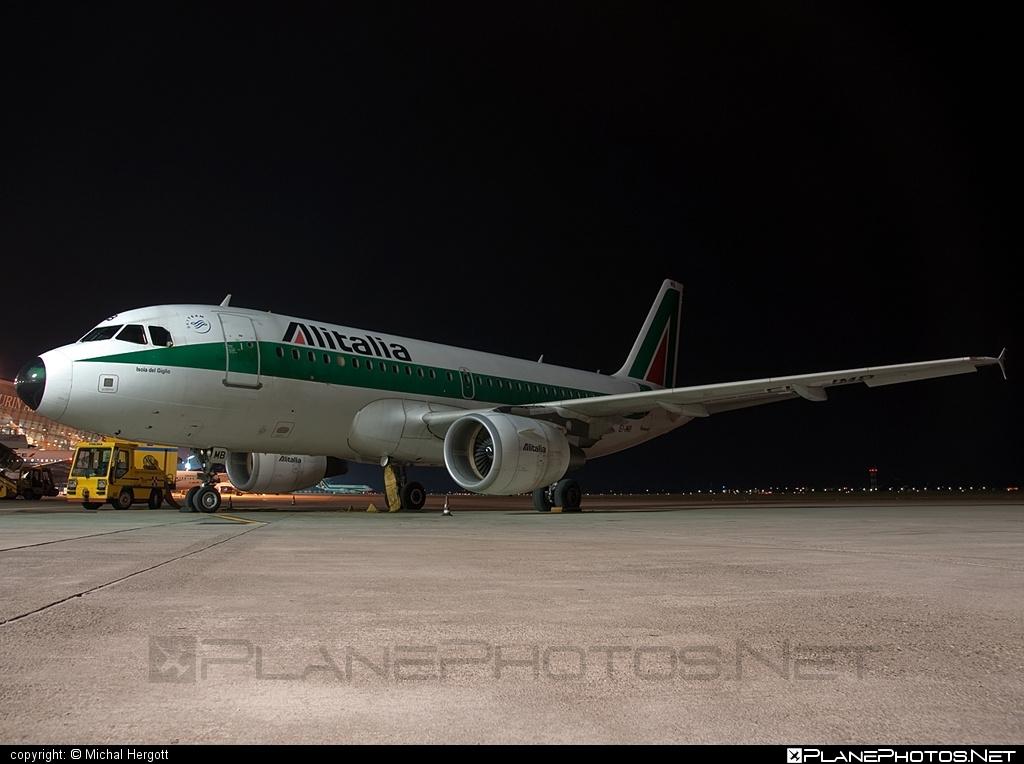 Airbus A319-112 - EI-IMB operated by Alitalia #a319 #a320family #airbus #airbus319 #alitalia