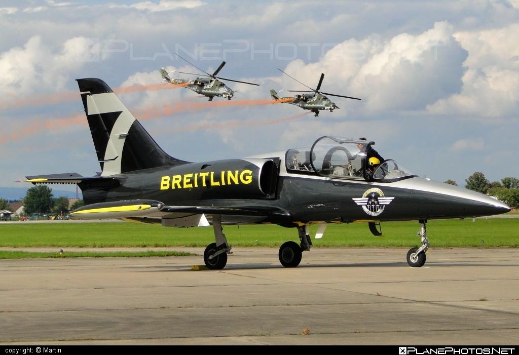 Aero L-39C Albatros - ES-YLP operated by Breitling Apache Jet Team #aero #aerol39 #aerol39albatros #aerol39calbatros #albatros #breitlingapachejetteam #l39 #l39c #l39calbatros