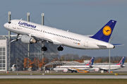 Airbus A320-211 - D-AIPB operated by Lufthansa