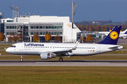 Airbus A320-214 - D-AIUY operated by Lufthansa
