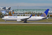 Boeing 767-300ER - N672UA operated by United Airlines