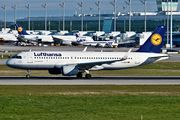 Airbus A320-214 - D-AIUU operated by Lufthansa