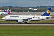 Airbus A320-214 - D-AIWA operated by Lufthansa