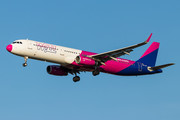 Airbus A321-231 - HA-LXY operated by Wizz Air