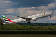 Boeing 777-300ER - A6-EPP operated by Emirates