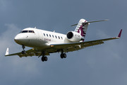 Canadair CL-600-2B16 Challenger 605 - A7-CEG operated by Qatar Executive