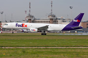 Boeing 757-200SF - N916FD operated by FedEx Express