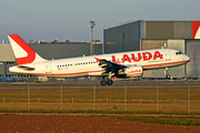 Airbus A320-214 - OE-LOS operated by LaudaMotion