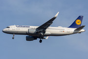 Airbus A320-214 - D-AIUP operated by Lufthansa